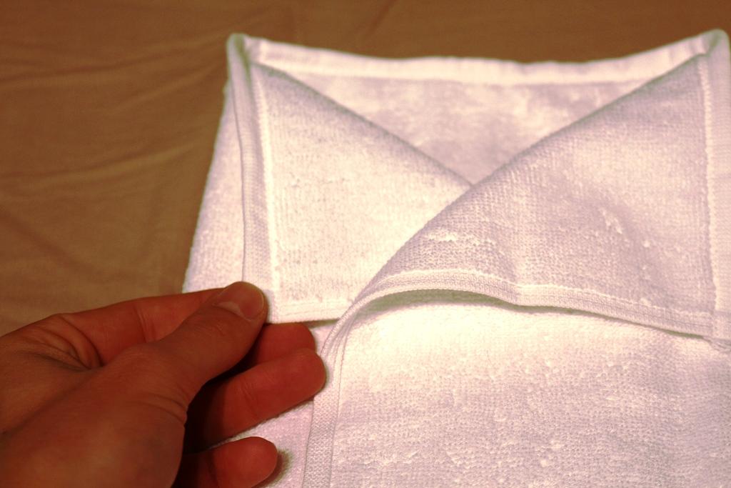 Hemd-handtuch-falten-8