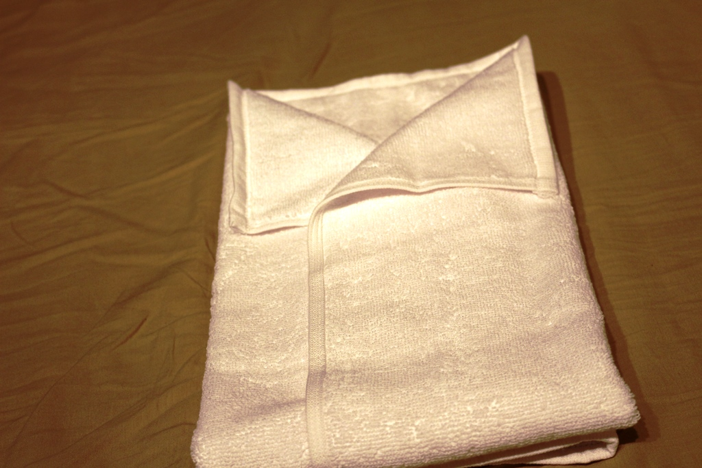 Hemd-handtuch-falten-9